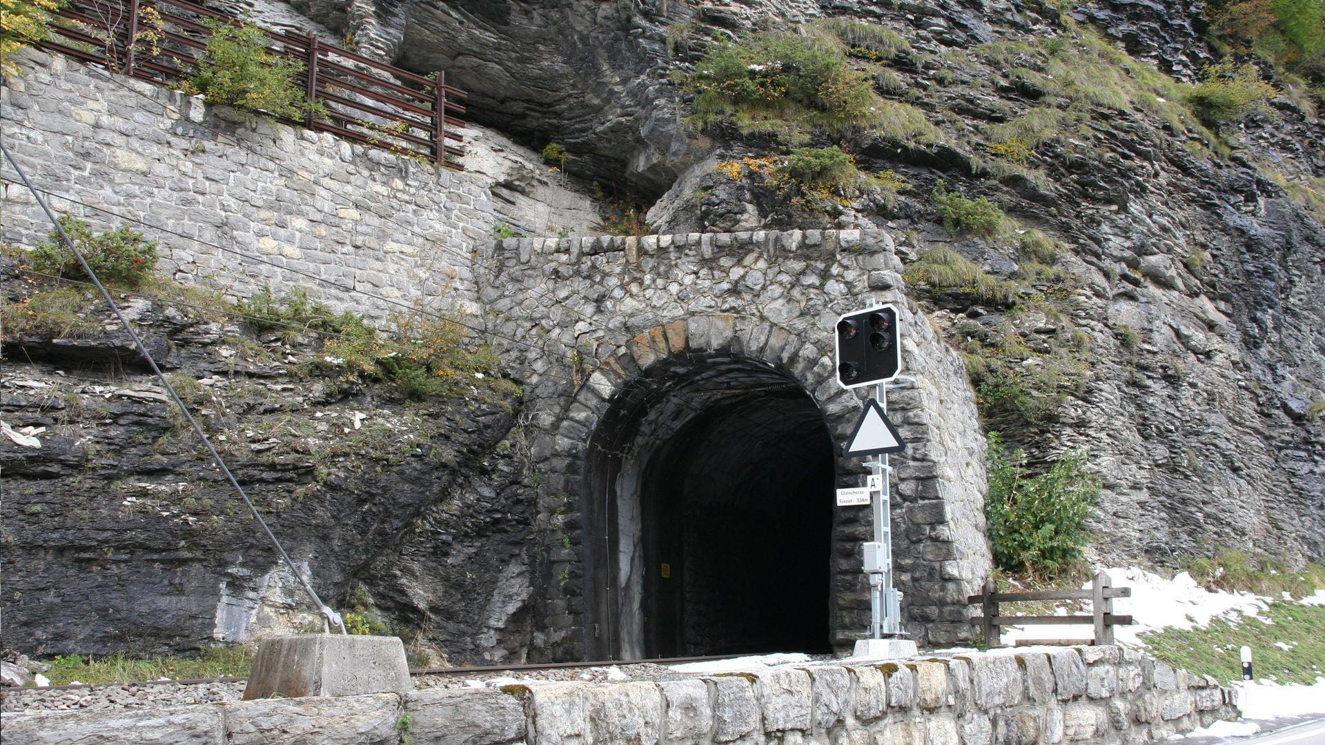 Portal Glatscherastunnel (RhB) vor den baulichen Massnahmen